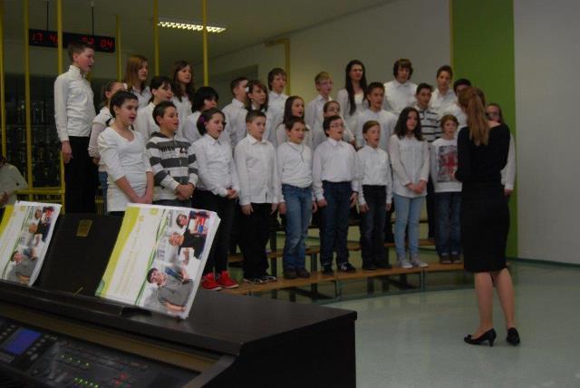 Revija mladinskih pevskih zborov