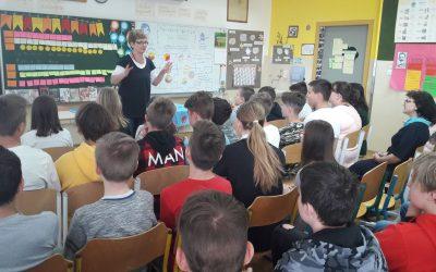 Na vrata učilnice je potrkala pisateljica Janja Vidmar